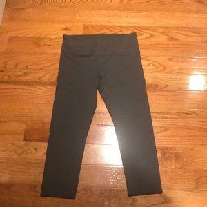 NeW Fabletics women's Small crop leggings gray